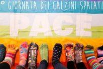 """La giornata mondiale dedicata ai """"calzini spaiati"""", un caso irrisolto"""