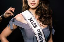 Iris Mittenaere: l'écharpe est belle