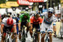 Tour de France: les chiens aboient, la caravane passe