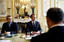 Pour Macron, contrition etconcertation