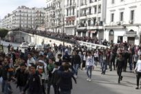 Algérie: «L'armée se trouve devant un choix historique»