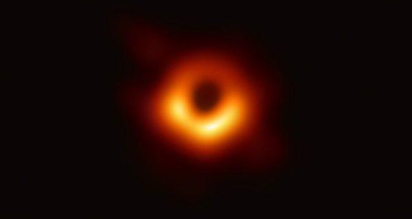 Pourquoi la première image d'un trou noir est historique
