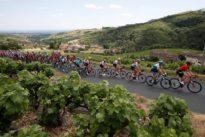 Tour de France : une journée dans la voiture-balai, entre galère et petites filouteries