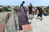 Entre 200 et 300 personnes rendent hommage à Steve lors d'une marche blanche à Nantes