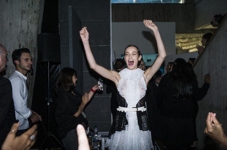 Fashion Week à Paris. Collection printemps été 2020. Défilé Loewe à l'UNESCO. Backstage / First Look, modèles habillés.