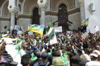 En Algérie, six mois de prison pour un drapeau