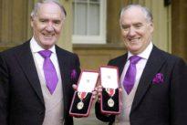 Espionnage et rififi entre les jumeaux les plus riches du Royaume-Uni
